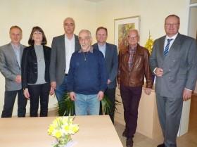 v.l.n.r.: Matthias Schlautmann (Heimleitung), Christa Stoll (2. Vorstandsvorsitzende), Gerd Broglie (Schriftführer), Paul Gauser (1. Vorstandsvorsitzender), Michael Tiefensee (DRK-Kreisgeschäftsführer), Dieter Gehr (Beirat), Ralph Schönenborn (Kassier)